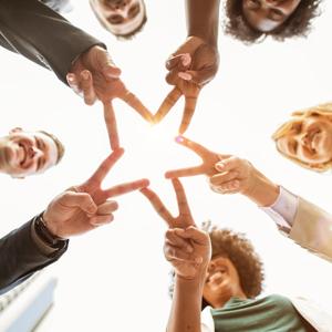 5 Sterne Bewertung symbolisiert durch zufriedene Kunden